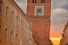 Krzywa Wieża z zachodem słońca
