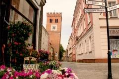 Krzywa Wieża, widok od rynku